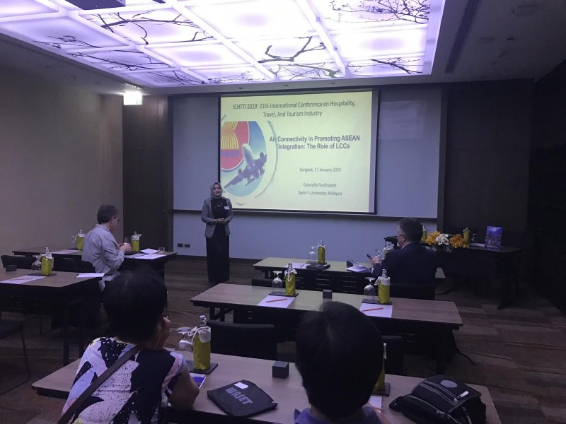 Photos of Advances in Experimental Mathematics and Applications in Bangkok #8