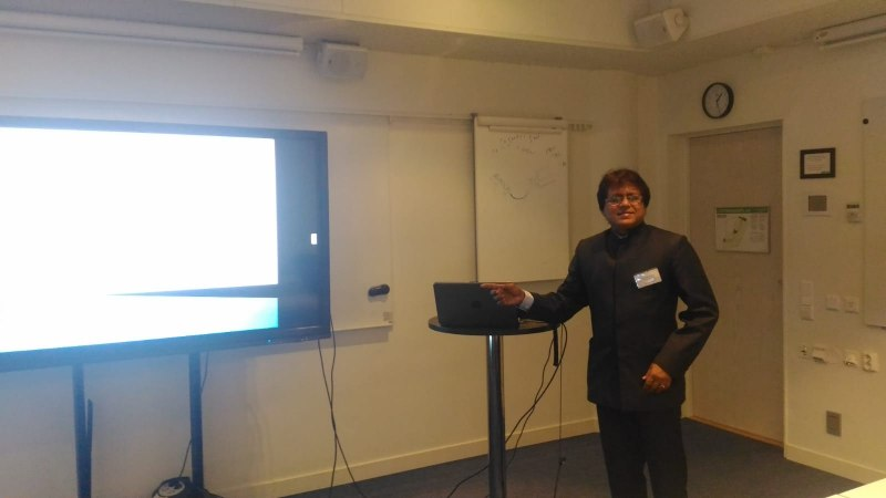 Photos of Applications of Electromagnetic Waves and Electromagnetic Modeling of Devices and Circuits in Stockholm #6