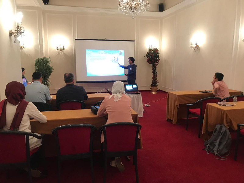 Photos of Web Data Management in Prague #20